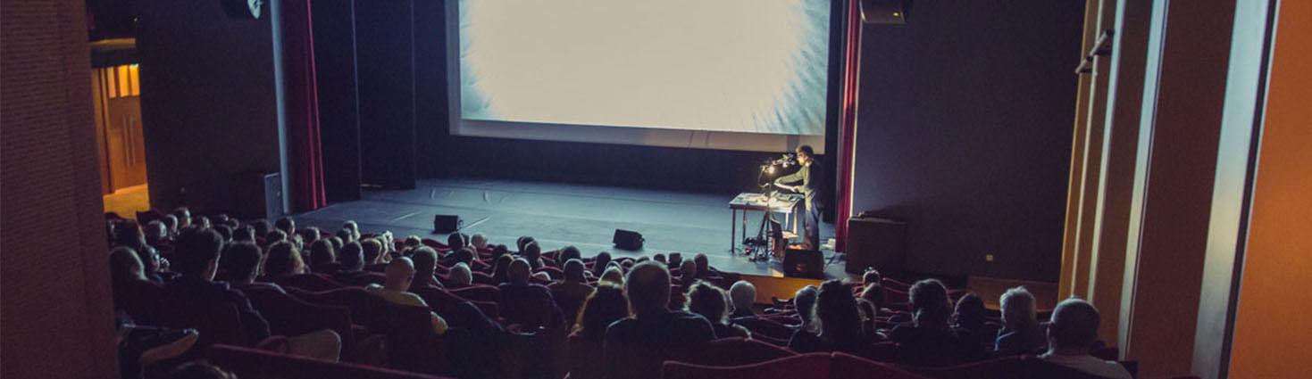 Photo du public en salle de conférence