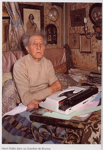 Photo de Henri Pollès dans sa maison de Brunoy